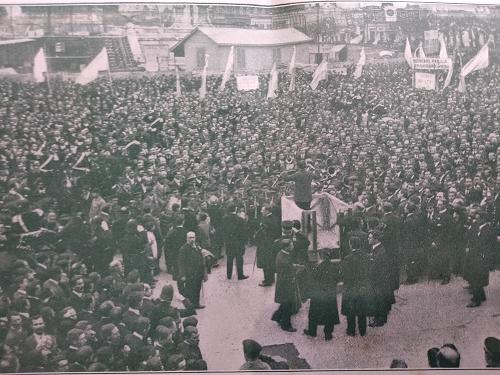 Manifestación del 12 de octubre. Imagen que pertenece al Almanaque de la Liga Social Argentina de 1914.
